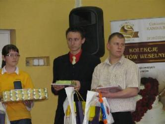 Bartek (w środku) z innymi laureatami